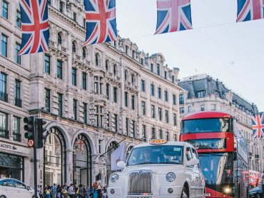 london-travel-guide-strawberry-chi