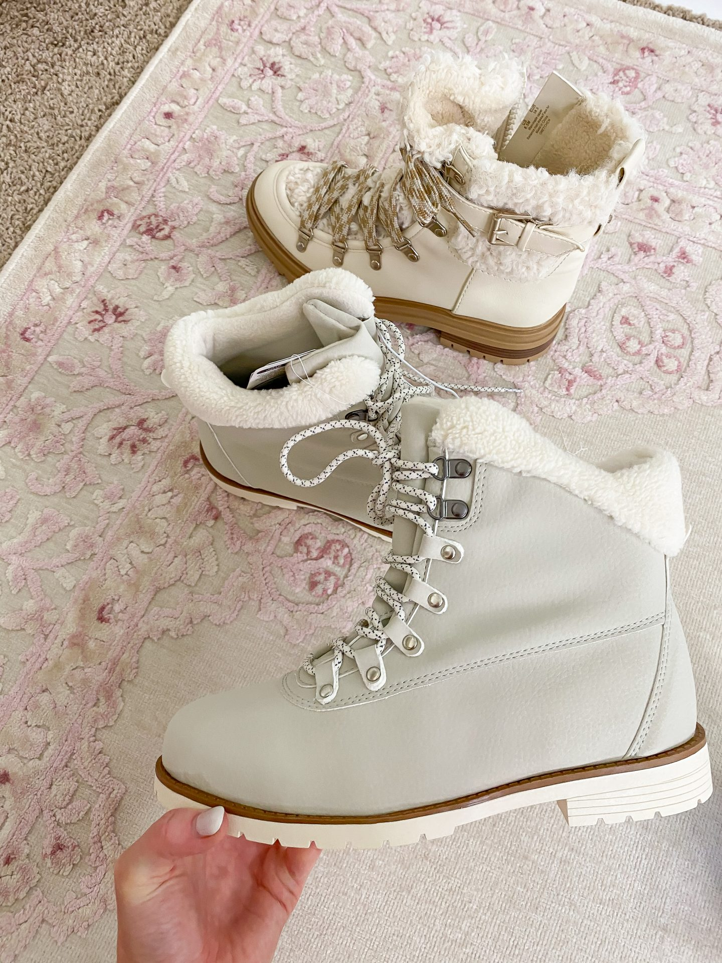 The Cutest Neutral Snow Boots