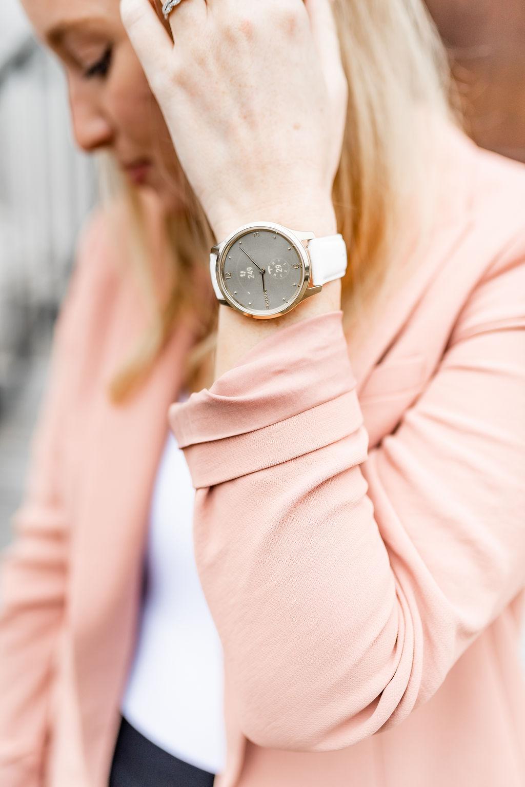 Garmin Vivoluxe Smartwatch Review