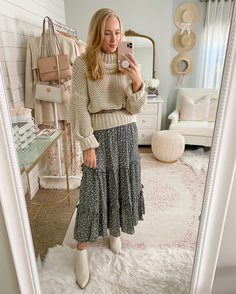 How to Wear Maxi Skirts in the Fall