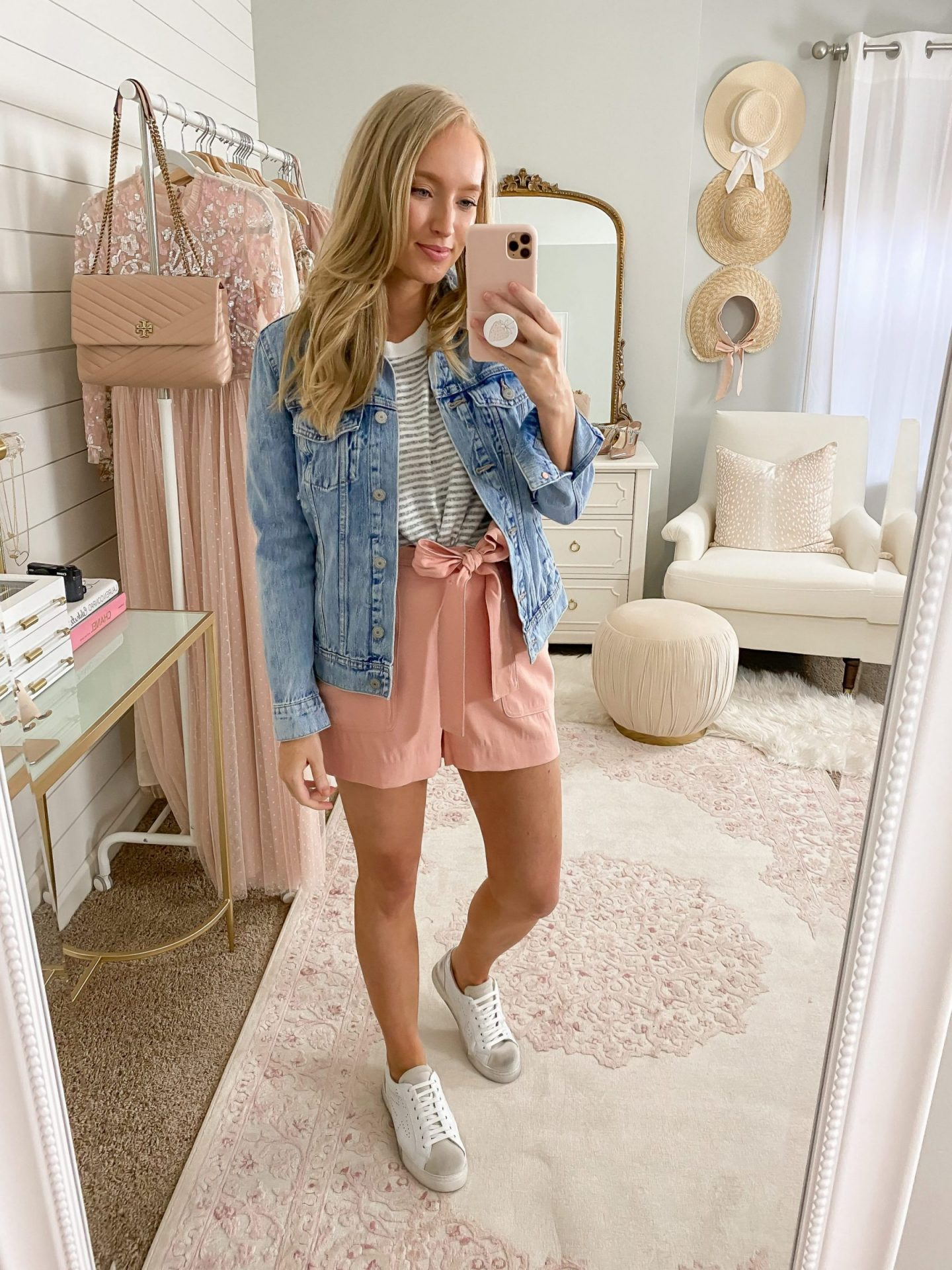 white sneaker outfit ideas