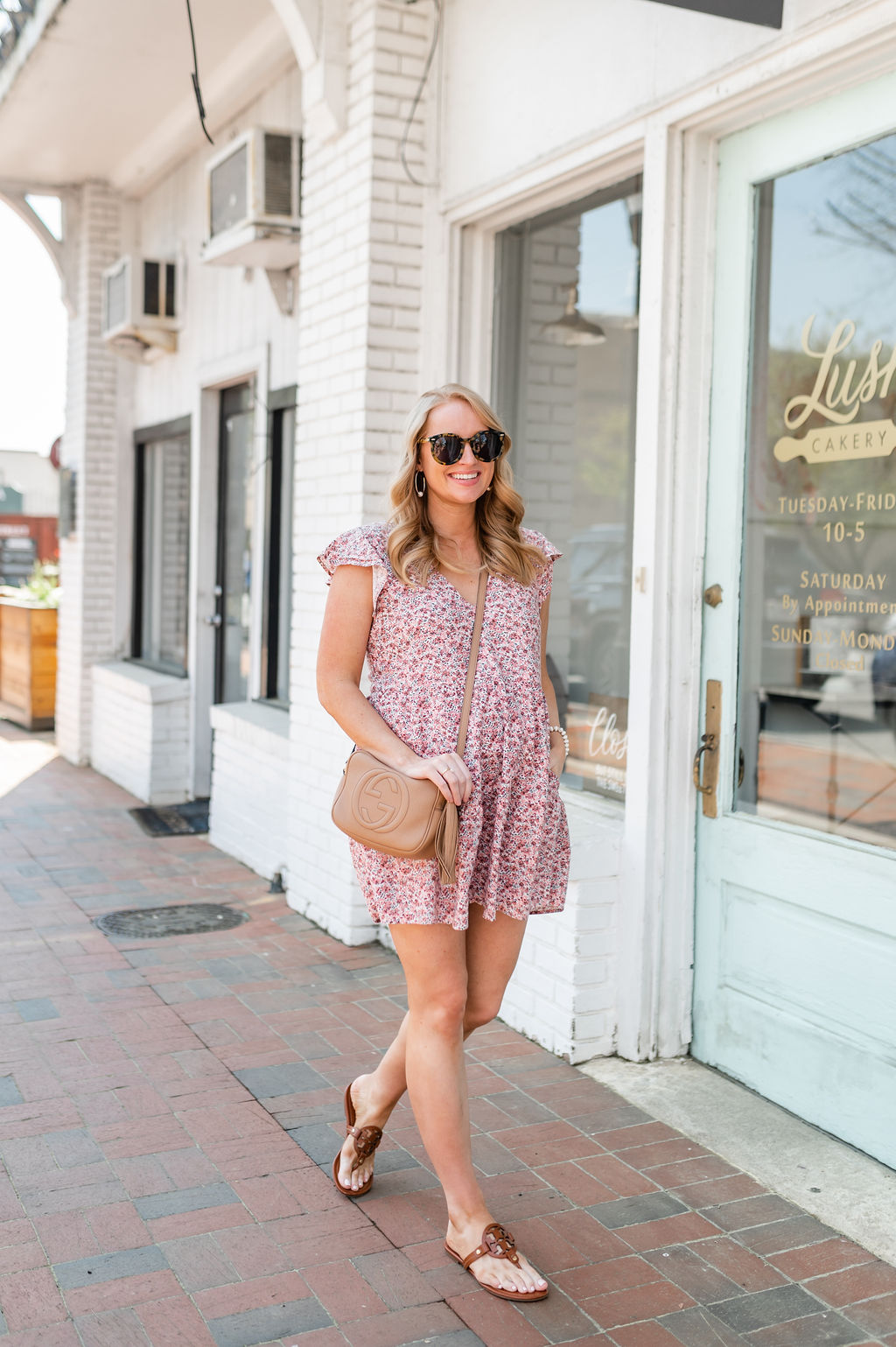 Hacks to Dress for Hot Weather, Carry a small handbag